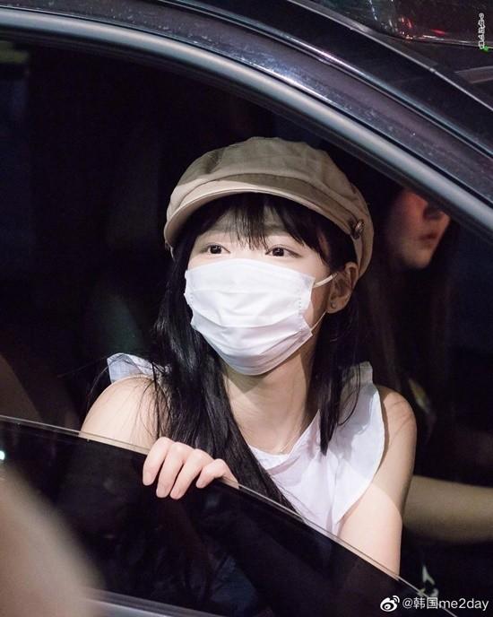 Idol Hàn gây sốt vì mặt quá nhỏ so với khẩu trang  - ảnh 2