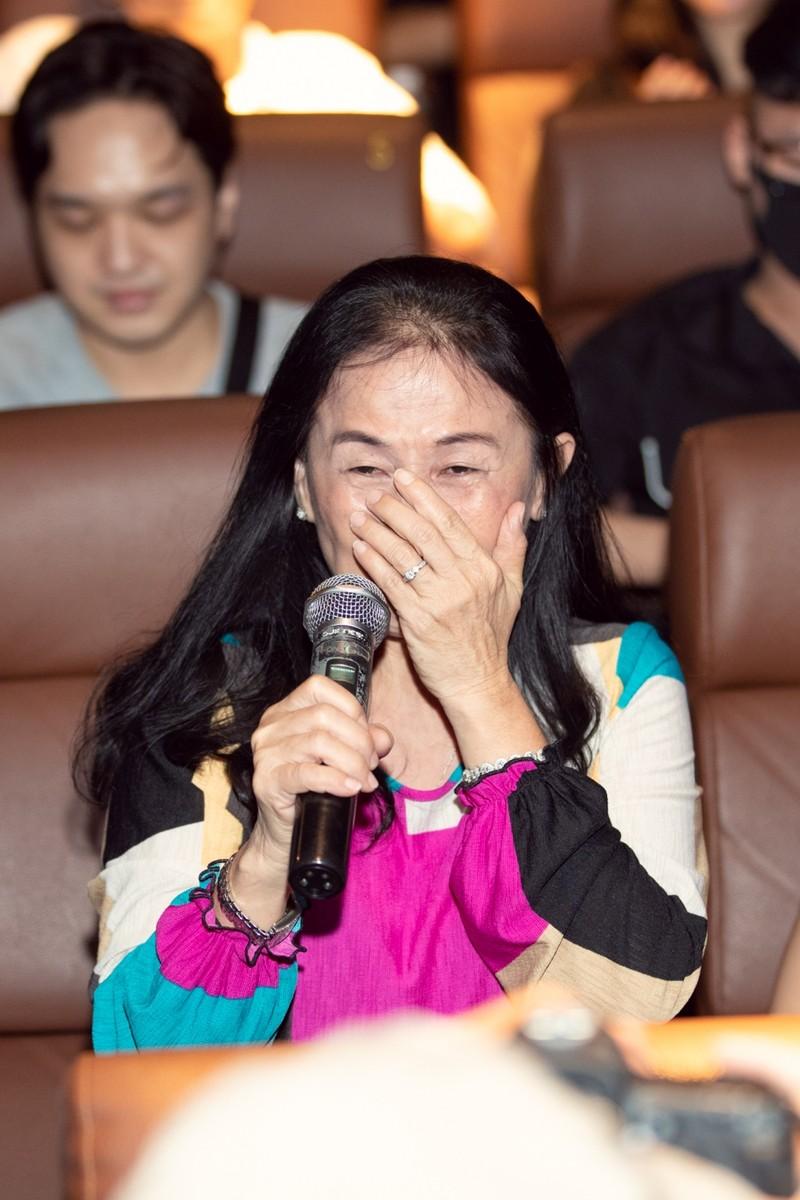 Mẹ Emma bật khóc trong ngày vui ra mắt MV mới của con gái - ảnh 2
