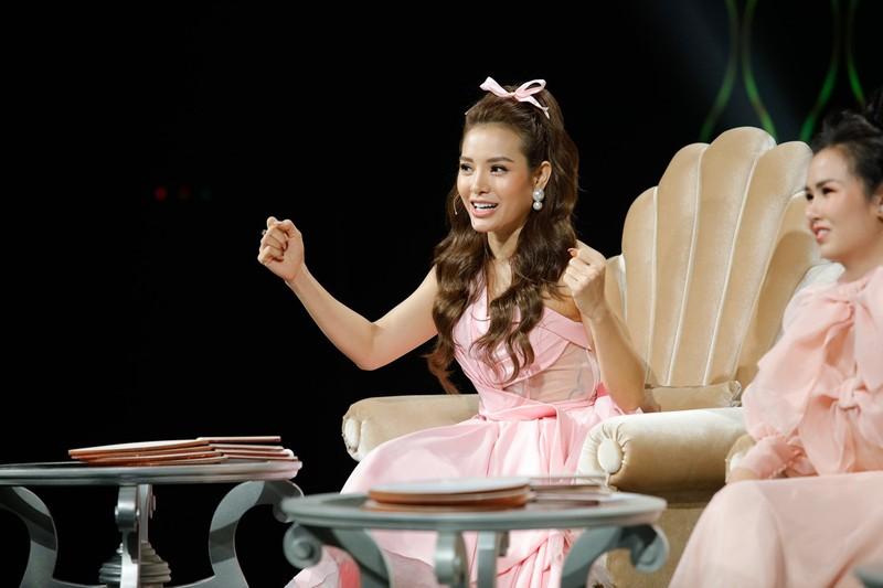 Phương Trinh Jolie tiết lộ từng khai gian tuổi để được thi hát - ảnh 1