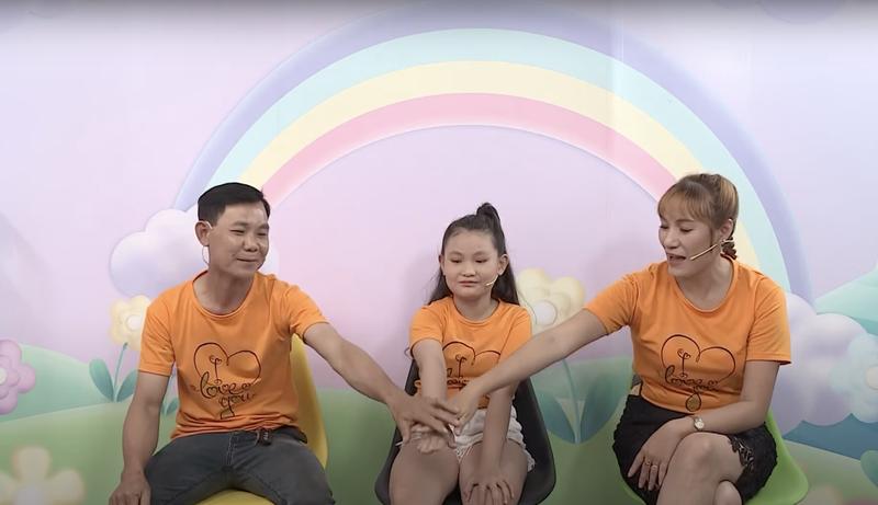 Hoàng Rapper rưng rưng nước mắt với cậu bé 10 tuổi - ảnh 4