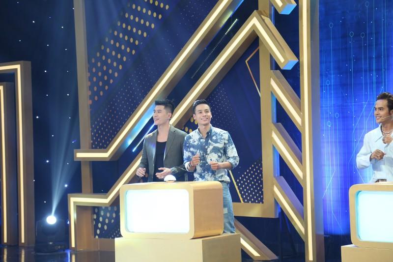 Nguyễn Anh Tú khoe nhan sắc cạnh tranh với Cao Xuân Tài - ảnh 4