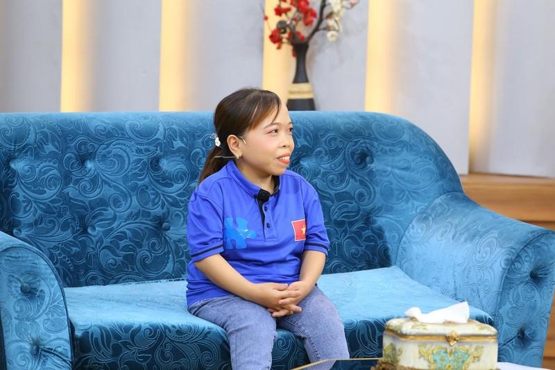 Ốc Thanh Vân nghẹn ngào vì cô gái khuyết tật nuôi con một mình - ảnh 1