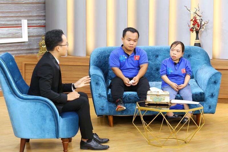 Ốc Thanh Vân nghẹn ngào vì cô gái khuyết tật nuôi con một mình - ảnh 3