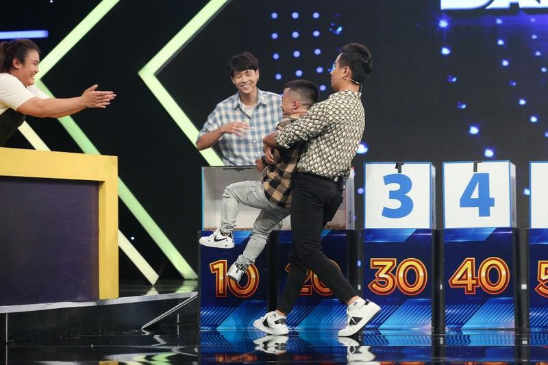 MC Nguyên Khang té xỉu vì màn tự giới thiệu của Xuân Tiến - ảnh 7