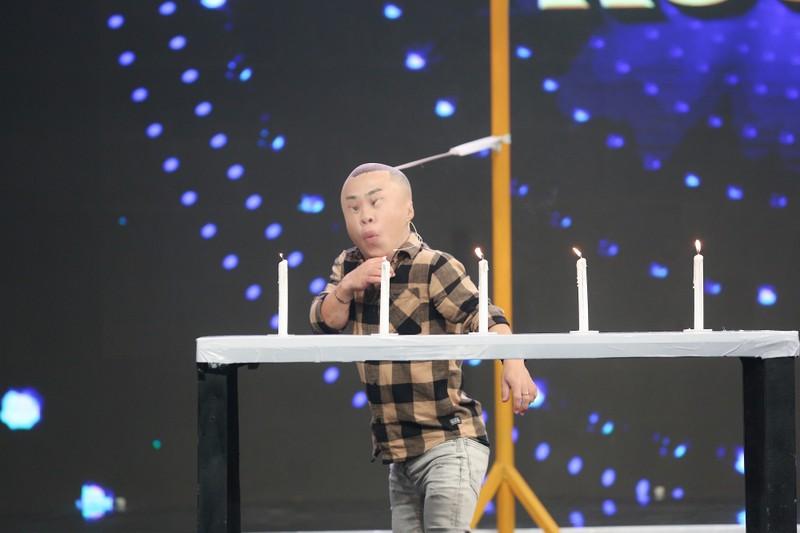 MC Nguyên Khang té xỉu vì màn tự giới thiệu của Xuân Tiến - ảnh 6