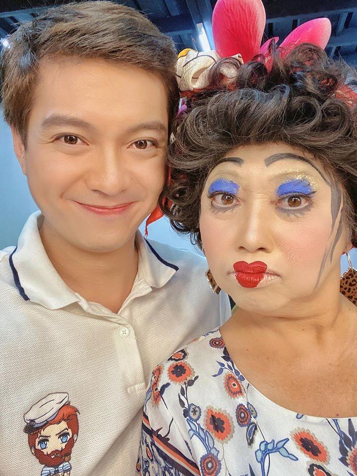 Phi Phụng chu môi nhí nhảnh 'tự sướng' cùng diễn viên Hữu Đằng - ảnh 4