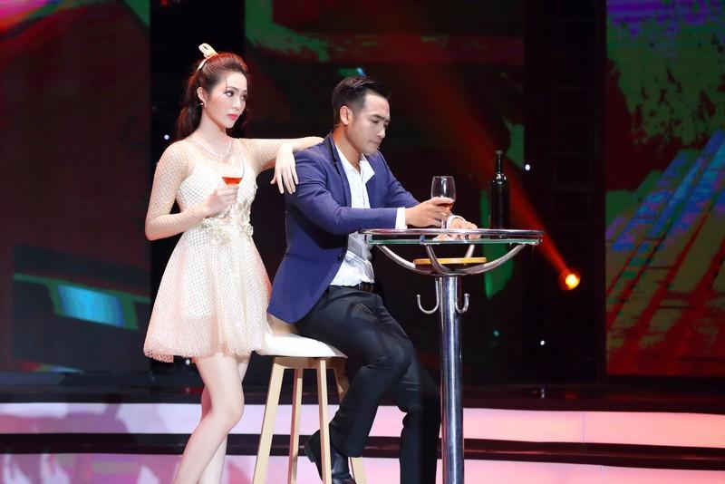 Dương Kim Ánh gây ấn tượng khi hóa thân vũ nữ gợi cảm - ảnh 4
