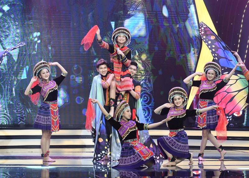 Võ Hạ Trâm bất ngờ với cô bé Hà Mi táo bạo hát dân ca quan họ - ảnh 3