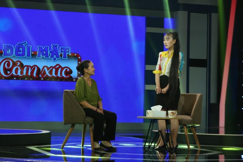 Quyền Linh, Lê Hoàng bức xúc vì con gái 41 tuổi trách mẹ già  - ảnh 6