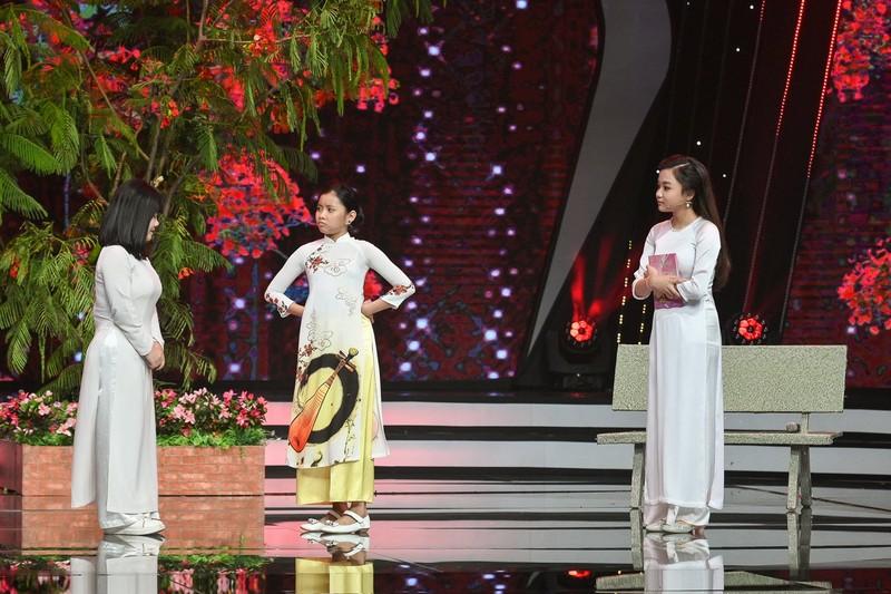 Bé Quỳnh Anh khiến Võ Hạ Trâm cười 'lộn ruột' vì tài diễn hài  - ảnh 4