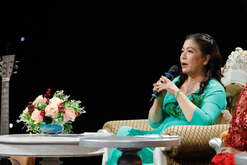 Vợ nhạc sĩ Hoàng Phương chạy xe ôm 20 năm để nuôi chồng  - ảnh 1
