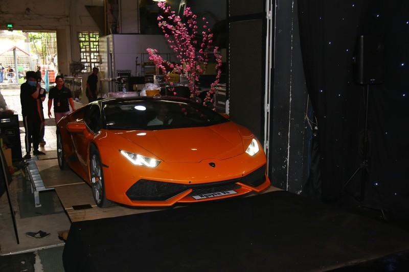 Nguyên Vũ mang Lamborghini lên sân khấu Đấu trường ngôi sao - ảnh 2