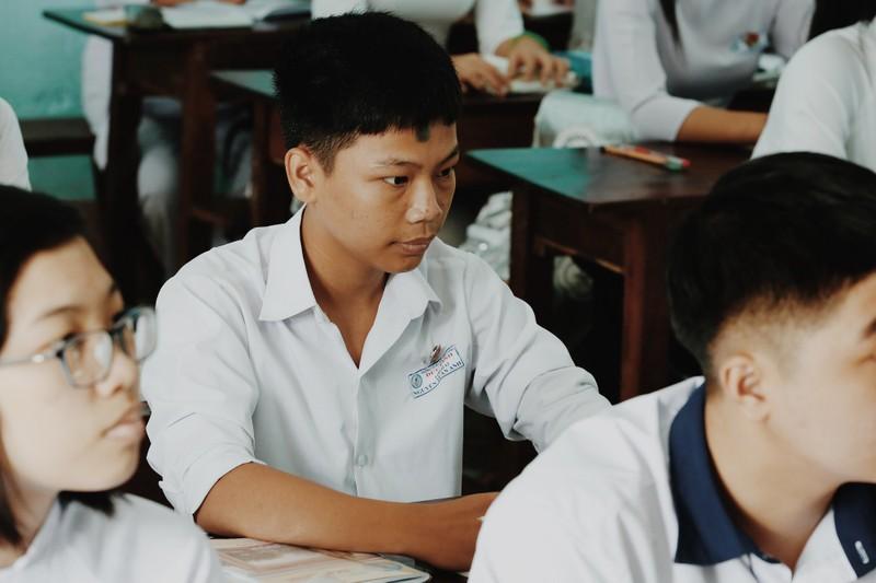 Xót xa bé trai 16 tuổi mắc bệnh viêm tuỷ nuôi người mẹ 'điên' - ảnh 4