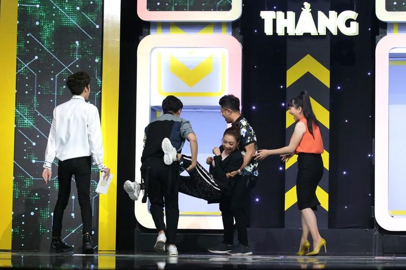 Dương Thanh Vàng bị dập tơi tả khi đụng độ 4 MC chuyên nghiệp - ảnh 4