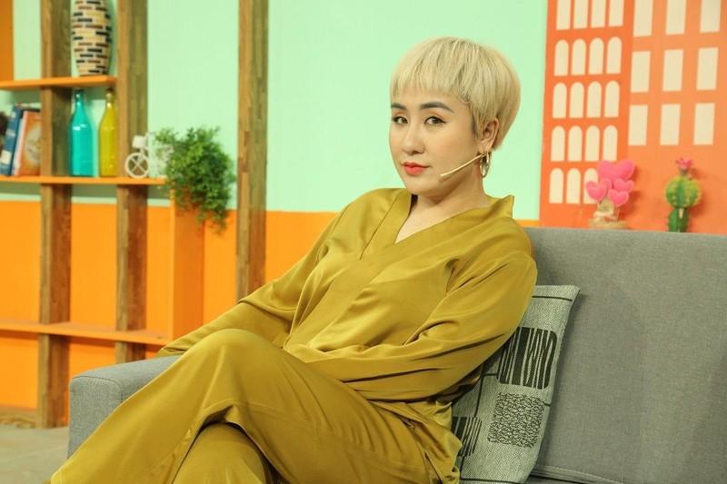 Ca sĩ Huỳnh Tú thừa nhận hay nổi nóng với chồng kém 5 tuổi - ảnh 1