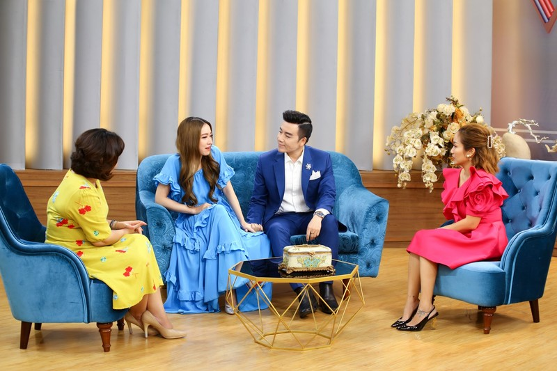 Lấy chồng hơn 13 tuổi, nữ ca sĩ gốc Việt bị 'sốc văn hóa' - ảnh 4