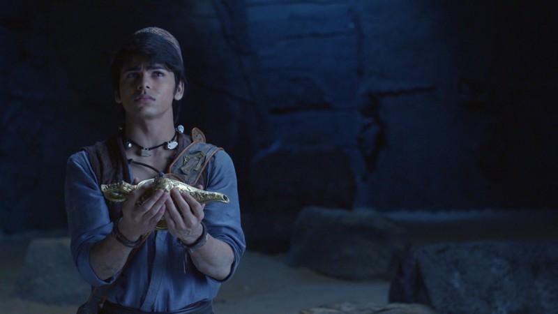 Aladdin dùng kỹ năng 'siêu trộm' để cứu công chúa Yasmine khỏi ngục tối - ảnh 5