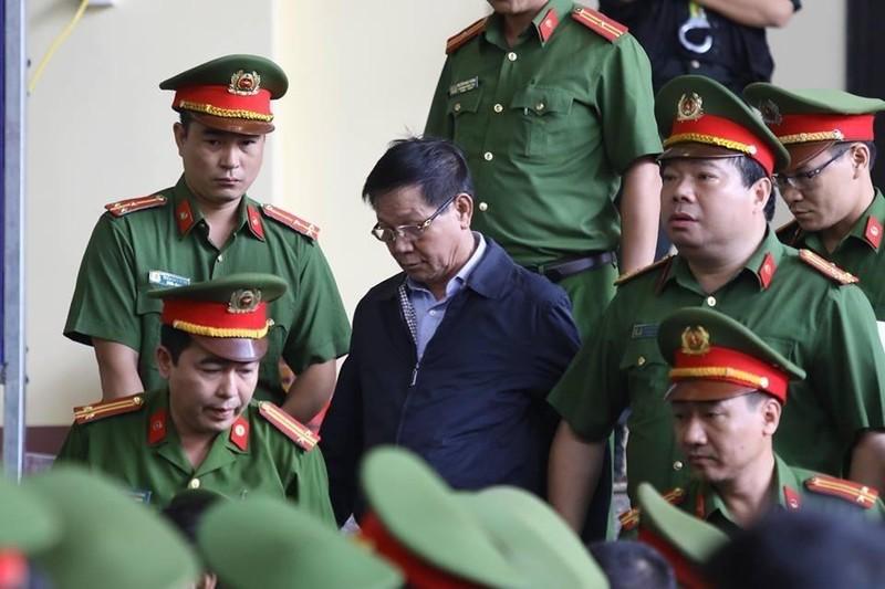 Bắt đầu xét xử cựu tướng Phan Văn Vĩnh, an ninh được thắt chặt - ảnh 1
