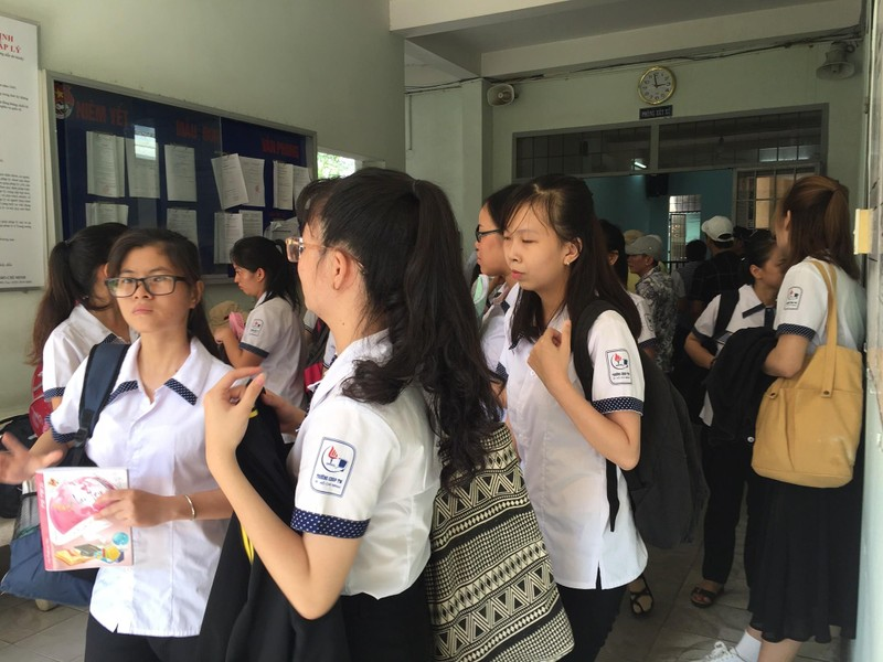 Nhiều sinh viên sư phạm đến dự phiên tòa hình sự - ảnh 1