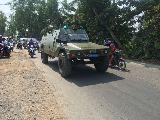 Cảnh sát dò tìm tang vật quanh khu vực tiêu diệt Tuấn 'khỉ' - ảnh 5