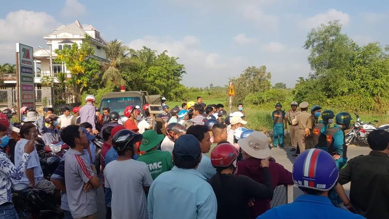 Cảnh sát dò tìm tang vật quanh khu vực tiêu diệt Tuấn 'khỉ' - ảnh 1