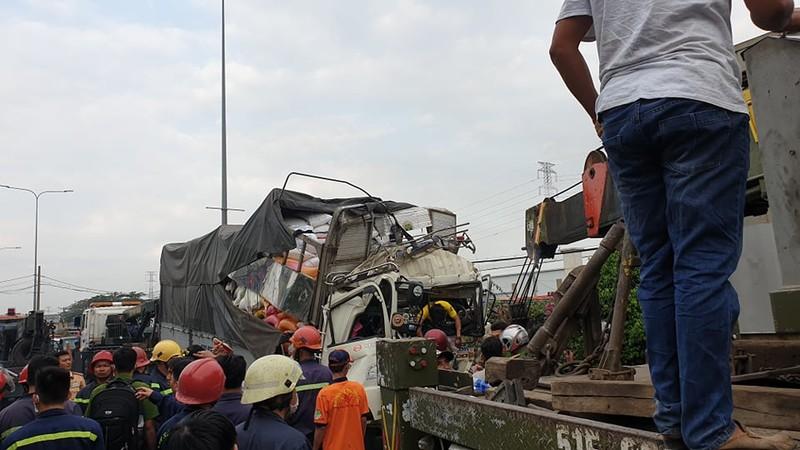 Thông tin mới vụ xe tải tông container ở quận 12 - ảnh 1