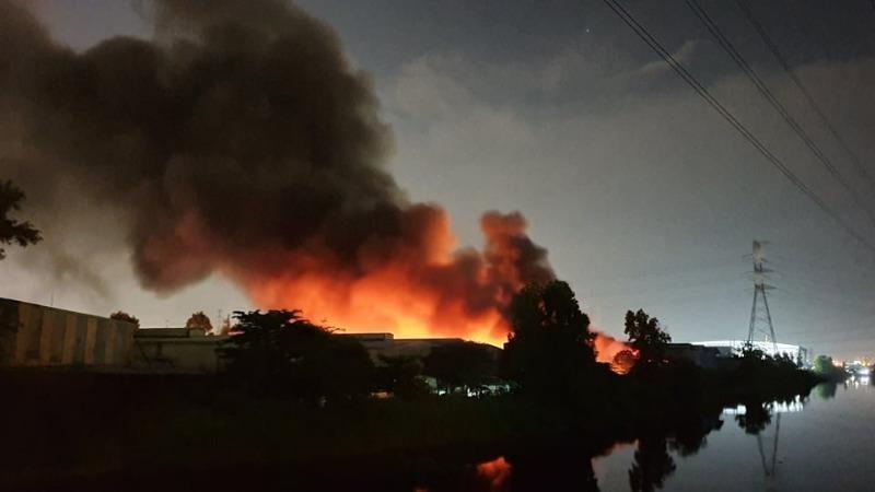 Vụ cháy trong KCN Tân Tạo: 4.000 m2 kho hàng bị thiêu rụi - ảnh 1