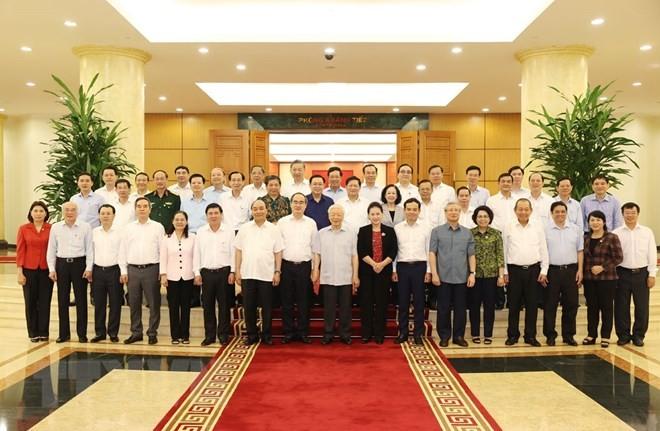 Bộ Chính trị làm việc với 10 đảng bộ trực thuộc Trung ương - ảnh 1
