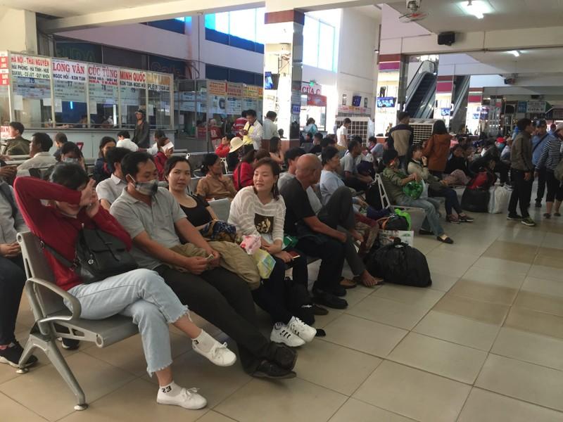 Nhiều người đổ xô về Bến xe Miền Đông trước kỳ nghỉ lễ 2-9 - ảnh 5