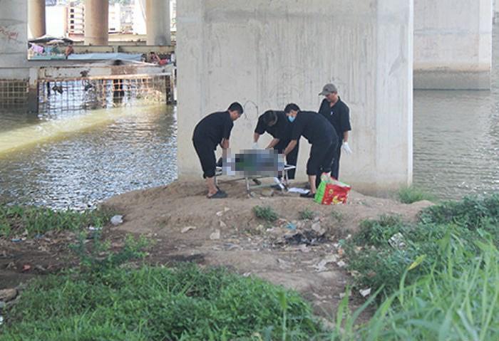 Đang câu cá hoảng hốt phát hiện xác chết nổi trên sông - ảnh 1