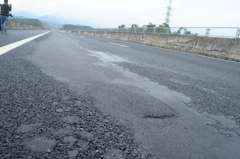Cầu trên cao tốc 34.500 tỉ bị sụt lún, rình rập nguy hiểm - ảnh 1