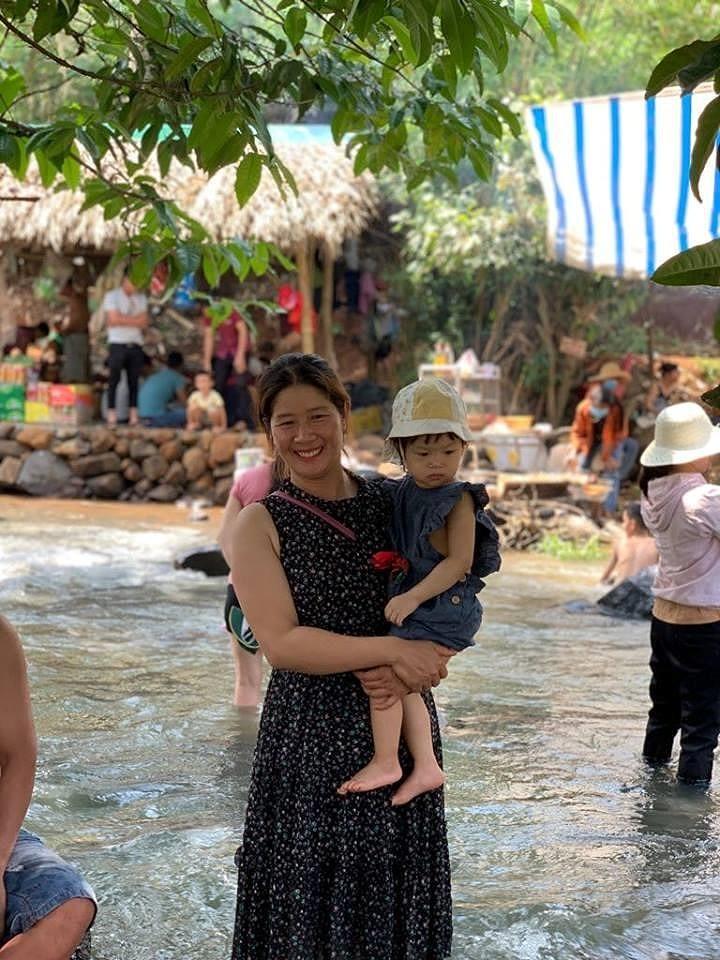 Độc, lạ thác 5 tầng hút khách du lịch dịp lễ ở Đắk Nông - ảnh 13