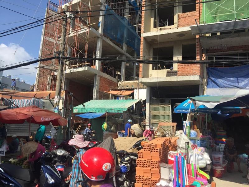 Buôn bán tự nhiên ngoài đường như chợ nhà mình - ảnh 3
