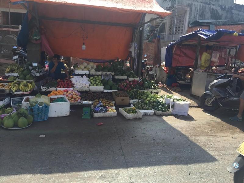 Buôn bán tự nhiên ngoài đường như chợ nhà mình - ảnh 5