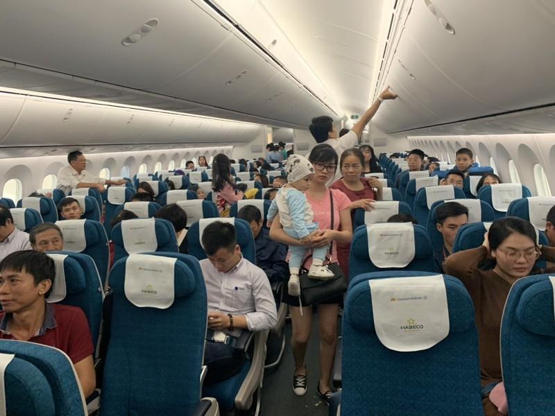 Máy bay Vietnam Airlines đi Hải Phòng lại đáp xuống Nội Bài - ảnh 1