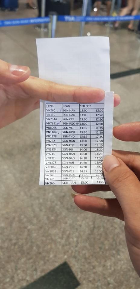 Ùn tắc ở Tân Sơn Nhất sau sự cố máy bay trượt đường băng - ảnh 3