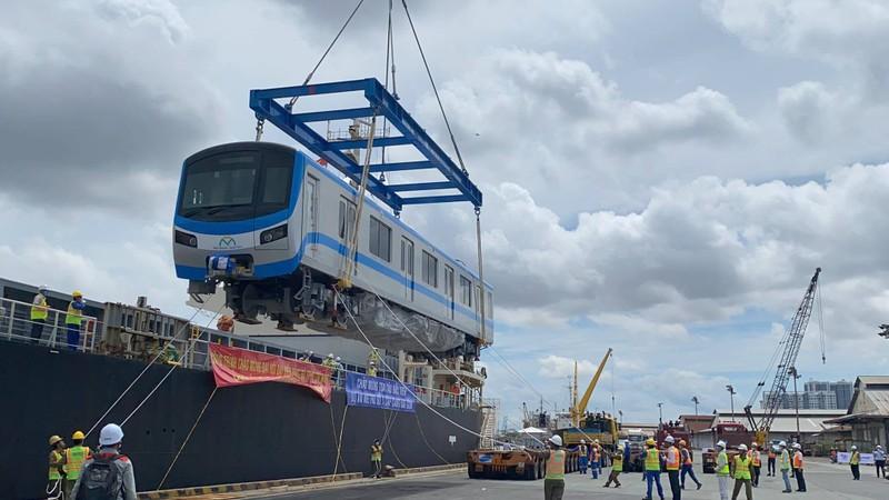 Chùm ảnh: Tàu metro số 1 chính thức lộ diện ở cảng Khánh Hội - ảnh 3