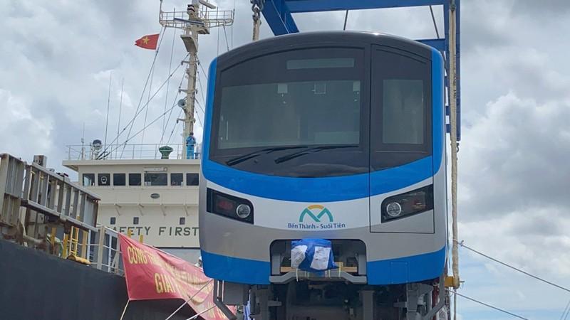 Chùm ảnh: Tàu metro số 1 chính thức lộ diện ở cảng Khánh Hội - ảnh 7