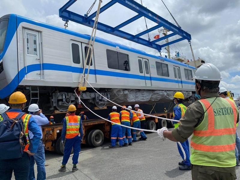 Chùm ảnh: Tàu metro số 1 chính thức lộ diện ở cảng Khánh Hội - ảnh 6