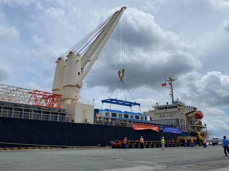 Chùm ảnh: Tàu metro số 1 chính thức lộ diện ở cảng Khánh Hội - ảnh 1