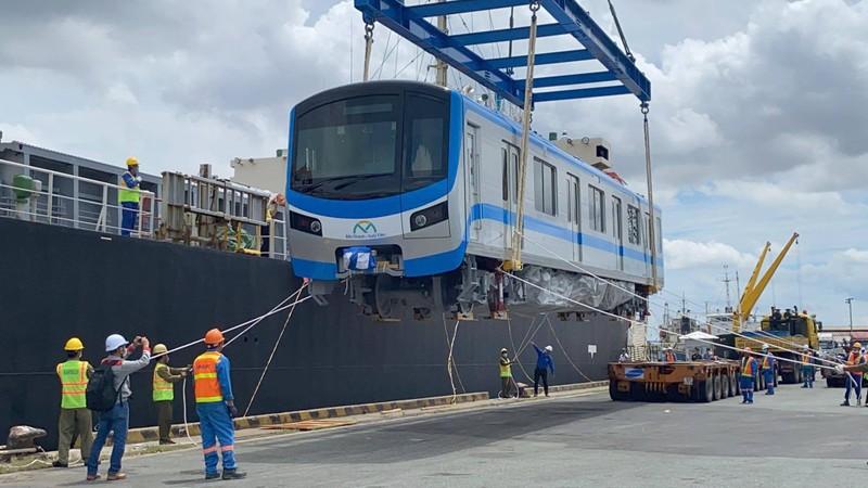 Chùm ảnh: Tàu metro số 1 chính thức lộ diện ở cảng Khánh Hội - ảnh 2