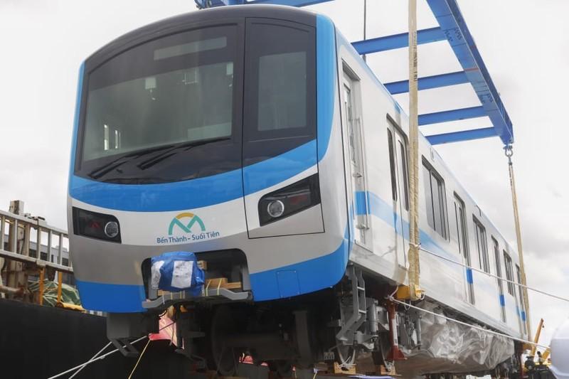 Chùm ảnh: Tàu metro số 1 chính thức lộ diện ở cảng Khánh Hội - ảnh 5
