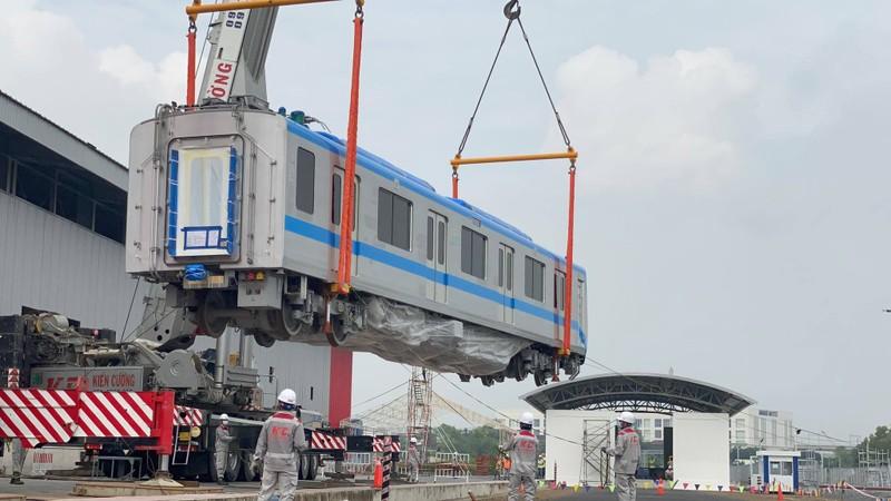Đang ráp đoàn tàu metro 1 lên depot Long Bình - ảnh 11