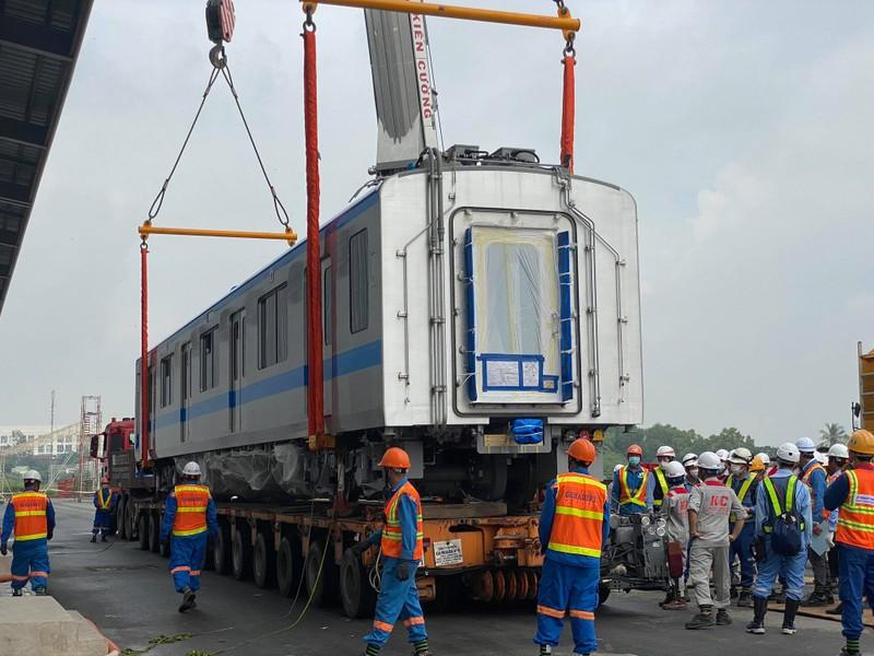 Đang ráp đoàn tàu metro 1 lên depot Long Bình - ảnh 5