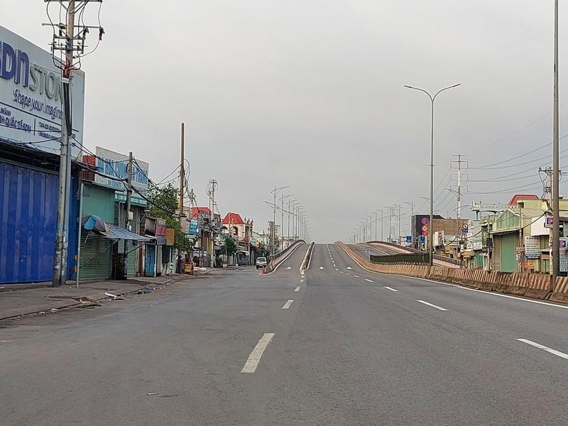 Hình ảnh đường phố TP.HCM ngày đầu thực hiện cách ly triệt để - ảnh 4
