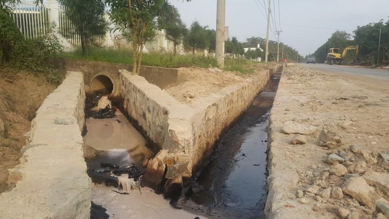 Một công ty sản xuất gạch men xả thải ra môi trường - ảnh 4