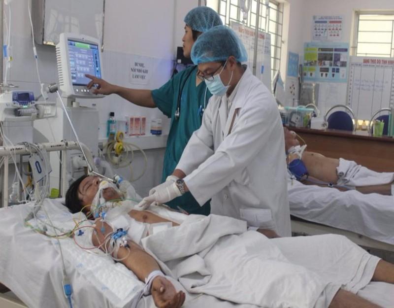 Các bác sĩ đang kiểm tra tình trạng sức khỏe cho bệnh nhân Lâm