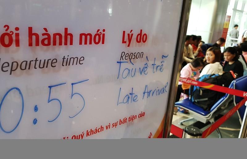 Canh dong duc o san bay Tan Son Nhat ngay cuoi nam hinh anh 17