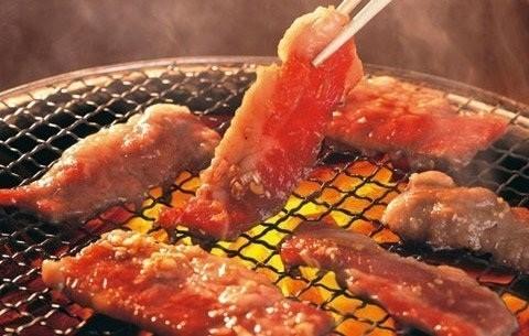 Thường xuyên nấu ăn bằng than, gỗ sẽ tăng nguy cơ tim mạch - ảnh 1