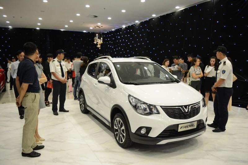 Đội mưa mua xe tại lễ ra mắt và mở bán xe VinFast tại TP. HCM - ảnh 6